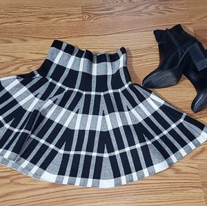 Plaid black and white pencil skirt